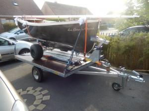 petit voilier transportable chariot de mise à l'eau