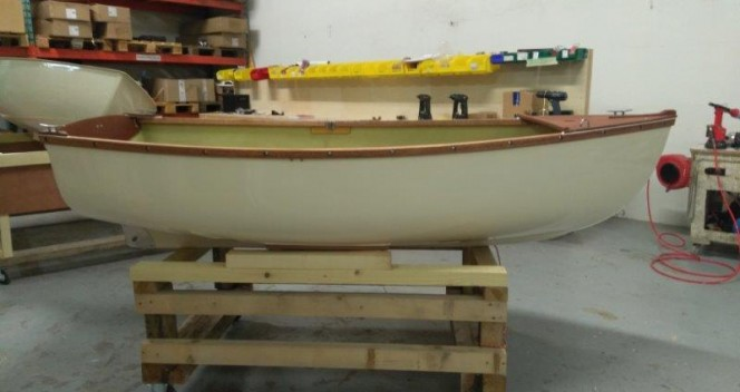 Loustic_annexe_a_voile_petit_bateau_transportable