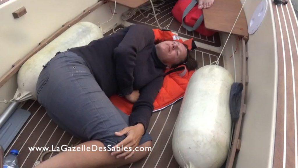 dormir à bord du petit voilier Gazelle de Iles taille cockpit